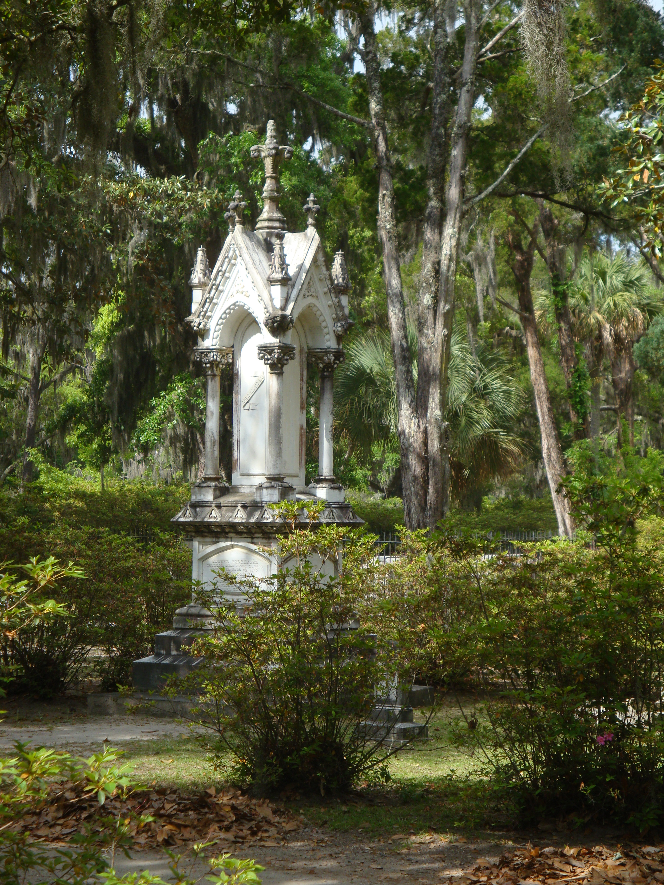 Ellen lindner art creativity blog archive daylight in the garden of peace and serenity for Garden of good and evil statue